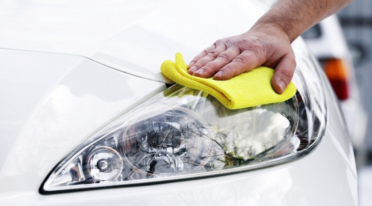 Washing a Car With Waterless Products